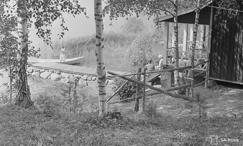 M:n sauna rannassa, neiti M. veneess�